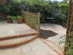 Raj Green natural sandstone flagstone comprises subtle blends of green, brown, grey, buff, orange and gold giving an ideal finish to your garden project using our landscape stones. If you're looking to enhance the beauty of your garden or driveway outside quite unlike any other, natural sandstone is an ideal solution. | eBay!