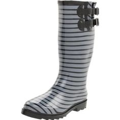I am seriously addicted to rubber rain boots. Best Rain Boots, Rain Gear, Pretty Outfits, Rubber Rain Boots, Shoe Boots, Footwear, My Style, Heels, Seattle Weather