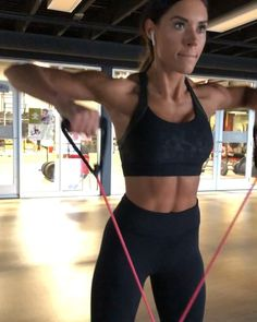 ⚡️UPPER BODY RESISTANCE BAND BLAST!⚡️ . I love using resistance bands and incorporate them often in PWR, primarily in the activation and…