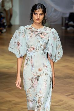 London City Wrap: Print & Pattern Highlights – Spring 2019 Ready-to-Wear Les Beatles, Fashion Art, Womens Fashion, London City, Couture Dresses, Vintage Looks, Style Icons, Print Patterns, Evening Dresses