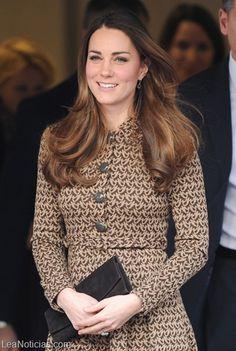 Kate Middleton se fue de compras por su cumpleaños y arrasó con las tiendas (fotos + envidia) - http://www.leanoticias.com/2014/01/09/kate-middleton-se-fue-de-compras-por-su-cumpleanos-y-arraso-con-las-tiendas-fotos-envidia/