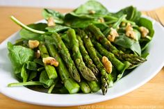 Grilled Asparagus and Spinach Salad w/ Smoked Paprika Dressing (vegan, gluten-free, grain-free) -- Fat Free Vegan Asparagus Salad, Grilled Asparagus, Asparagus Recipe, Healthy Diet Recipes, Whole Food Recipes, Salad Recipes, Healthy Eating, Healthy Food, Parmesan