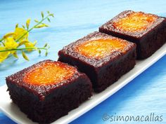 Apricot Chocolate Brownies Recipe This cake is divine. Rich, moist, creamy, delicious and not so difficult to make, it's a dessert to fall in love with. Romanian Desserts, Romanian Food, Romanian Recipes, Chocolate Brownies, Chocolate Desserts, Apple Custard, Meringue Desserts, Heritage Recipe, Brownie Bar