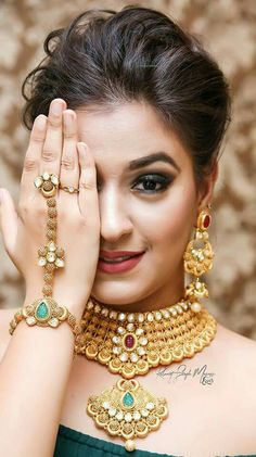 30 bridal gold necklace designs to check out before buying your wedding jewellery! Gold Bangles Design, Gold Jewellery Design, Gold Jewelry, Handmade Jewellery, Jewellery Box, Indian Wedding Jewelry, Bridal Jewelry, Indian Bridal, Indian Jewelry