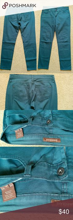 James Jeans Twiggy Skinny Jeans in Peacock sz 31 Beautiful green-blue teal twill jeans, 5-pocket styling, ankle length, dresses up or down easily! Very soft material. Worn once. Size 31 which is between a 10 and an 12. James Jeans Jeans
