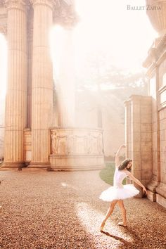 Dancer - Ellen Hummel. Location - The Palace of Fine Arts. San Francisco, California. © 2011 Oliver Endahl www.BalletZaida.com