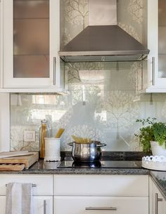 Kitchen Wallpaper that Looks Like Tile Fresh 25 Wallpaper Kitchen Backsplashes with Pros and Cons Kitchen Wallpaper That Looks Like Tile, Wallpaper Backsplash Kitchen, Gray Subway Tile Backsplash, Glass Backsplash Kitchen, Glass Kitchen, New Kitchen, Kitchen Cabinets, Backsplash Ideas, Kitchen Designs Photos