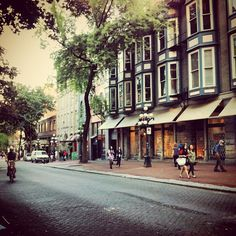 Lots of nice little shops and #restaurants in #Gastown, #Vancouver's oldest…