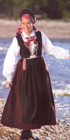 Stripestakk fra Vest-Agder Folk Costume, Costumes, Norwegian Clothing, Kristiansand, Scandinavian Design, Norway, Vest, Textiles, Embroidery