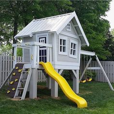 30 Jaw Dropping Playhouse Ideas that you Would Want to Live in 2019 Åh en sån här lekstuga hade jag inte tackat nej till Credit: The post 30 Jaw Dropping Playhouse Ideas that you Would Want to Live in 2019 appeared first on Sofa ideas. Cozy Backyard, Backyard Playhouse, Build A Playhouse, Backyard For Kids, Playhouse Ideas, Playhouse Slide, Kids Outside Playhouse, Kids Swingset Ideas, Painted Playhouse