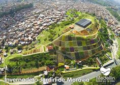 JARDINES DE MORAVIA............ANTIGUO BASURERO DE MEDELLÍN COLOMBIA HOY ES UN HERMOSO ATRACTIVO TURÍSTICO .....http://www.chispaisas.info/basurero.htm
