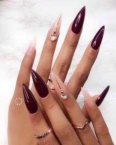 Two tone nails are very popular nowadays. You must have seen many models and celebrities show off beautiful manicured nails with the coolest two tone nail designs on them. As the name suggests, two tone nails art means that the wearer uses two differ Pointy Nails, Stiletto Nail Art, Cute Acrylic Nails, Gel Nails, Nail Nail, Nail Glue, Stiletto Nail Designs, Nail Tech, Coffin Nails