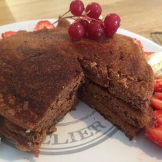 Une super recette pour les sportifs : riches en protéines et très faible en matière grasse : les pancakes protéinés sont bons et nourrisse très bien les petits bidons pour le petit déjeuner (repas …