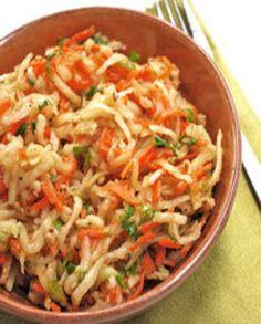 Salade de chou-rave et carottes au sésame pour 6 personnes - Recettes Elle à Table Chef Recipes, Raw Food Recipes, Vegetable Recipes, Salad Recipes, Healthy Recipes, Healthy Food, Raves, Ayurveda, Balanced Meals