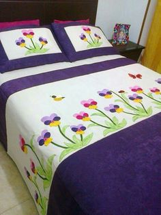 40 Ideas Patchwork Patterns Flower Applique Quilts For 2019 Patchwork Patterns, Quilt Patterns Free, Baby Patterns, Diy Quilt, Bed Cover Design, Designer Bed Sheets, Butterfly Quilt, Flower Quilts, Applique Quilts