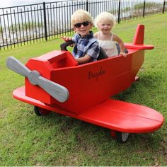 DIY this awesome airplane play structure with these FREE plans! The kids will love it!