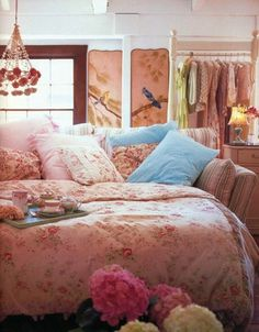 Buttercup Bungalow: Heavenly beds and blooms!