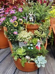 """Source: fb """"The Garden Fairy"""", shared Danielle Huethers fb post fr of her Fairy grdn. fairies Source: fb """"The Garden Fairy"""", shared Danielle Huethers fb post fr of her Fairy grdn. Broken Pot Garden, Fairy Garden Pots, Garden Shed Diy, Little Gardens, Miniature Fairy Gardens, Succulents Garden, Garden Projects, Amazing Gardens, Container Gardening"""