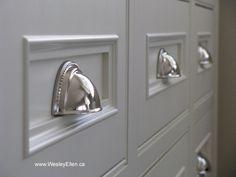 Traditional White Kitchen Designs Kitchen Drawer Pulls, Kitchen Cabinet Hardware, Drawer Hardware, Kitchen Cupboard, Kitchen Drawers, Cupboards, Cabinets, Kitchen Styling, Kitchen Decor