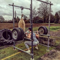 to the early days of Farm fitness, old scaffolding and car wheels found aro. - Sport - Home Gym Home Made Gym, Diy Home Gym, Gym Room At Home, Crossfit Garage Gym, Home Gym Garage, Basement Gym, Homemade Gym Equipment, Diy Gym Equipment, No Equipment Workout