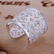 A toto je srdiečkový prsteň. Je nádherný, pretože je vyrobený so rdiečok