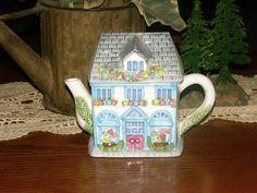 Cottage teapot... Tea For One, Tea Pot Set, Tea Cozy, Tea Art, Kettles, Chocolate Pots, Tea Accessories, Teacups, Tea Time