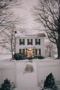 15 Awe-Inspiring Outdoor Christmas House Decorations - Cute white house with wreaths on the windows – Christmas House Decor - : 15 Awe-Inspiring Outdoor Christmas House Decorations - Cute white house with wreaths on the windows – Christmas House Decor - Farmhouse Christmas Decor, Outdoor Christmas Decorations, Exterior Christmas Lights, Christmas House Lights, Winter Christmas, Christmas Home, Winter Snow, Xmas, Funny Christmas