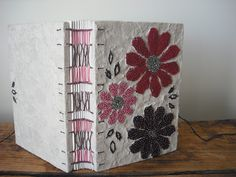 red daisies handmade book by Indianablue http://www.flickr.com/photos/arablu/sets/72157626296666543/ http://indianablue.blogspot.com/ #handmade_books #bindings