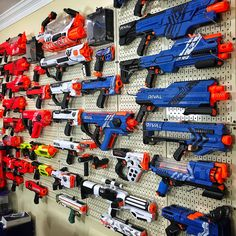 You are in the right place about free standing Nerf Gun Storage . Best Picture For Nerf Gun Storag Modified Nerf Guns, Nerf Gun Storage, Pistola Nerf, Pegboard Display, Nerf Toys, Nerf War, Baby Boy Rooms, Toys For Boys, Wall