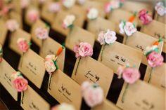 Svadobné menovky s kvetmmi