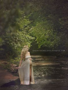 Na wypsoażeniu studio mam suknie ciążowe przeznaczone do fotografii, bardzo podobne do tej.