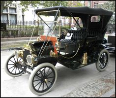 1910 Ford Model T Touring   ===>  https://de.pinterest.com/hilly777/old-rides-of-the-past/