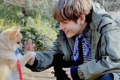 Taehyung is a sensitive boy who can't get in touch with strangers because of his phobia. Jungkook met him in school, gets close to him and secretly fall in lov. Daegu, Bts Bangtan Boy, Bts Boys, V Bts Cute, Kim Taehyung, Bts Pictures, Bts Photo, Boyfriend Material, Taemin