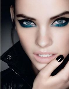 Barbara Palvin rocking glossy black nails, blue/green eyeliner and shadow… Makeup Inspo, Makeup Art, Makeup Tips, Face Makeup, Makeup Ideas, Sexy Makeup, Beauty Make Up, Hair Beauty, Make Up Ojos