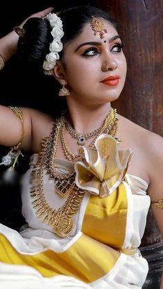 Indian Bridal Photos, Indian Nose Ring, Saree Photoshoot, Model Gallery, Saree Styles, Bridal Beauty, Incredible India, Hottest Models, Kara