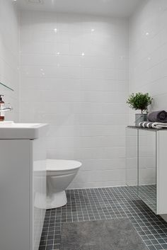 Alvhem Mäkleri och Interiör | För oss är det en livsstil att hitta hem. Bathroom Inspiration, Inspiration, Laundry In Bathroom, Bathroom Toilets, Toilet, Home, Interior, Dream Bathrooms, House Inspo