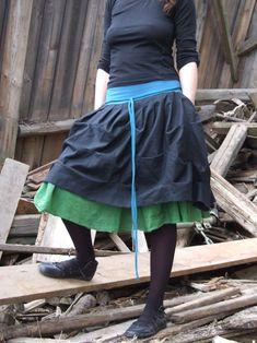 Černá lněná suknice