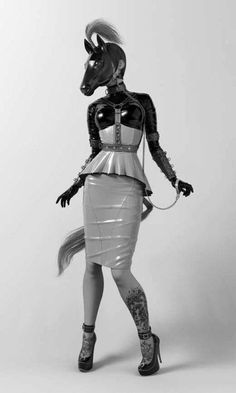 One glance at the models created by Rebeca Puebla is enough to realize that this artist has a soft spot for BDSM. The finely detailed model of a nun with… Fetish Fashion, Latex Fashion, Mode Sombre, Mode Latex, Up Girl, Looks Cool, Lady, Kinky, Pin Up