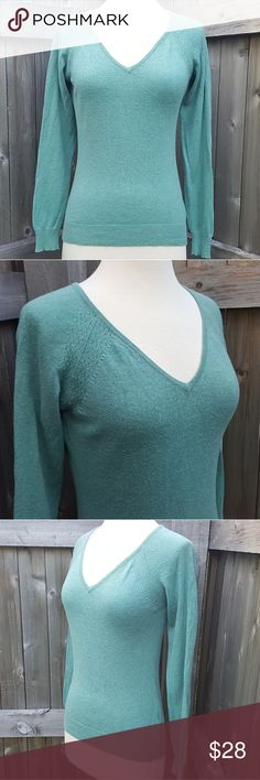 Great Plains Green Turquiose Pullover Sweater M This beautiful sweater is made by the UK company Great Plains. It features a v-neck and shoulder detail. It is in ok pre-owned condition with some pilling as shown. Pilling is worse on the inside of the sweater than the outside, though. Size M. Great Plains Sweaters V-Necks