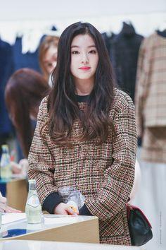 Irene #redvelvet Park Sooyoung, Seulgi, South Korean Girls, Korean Girl Groups, Asian Woman, Asian Girl, Miss Girl, Red Velvet Irene, Velvet Fashion
