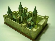 Here more two old models made in MSPaint. A medieval church and a castle. They are small pieces (its bases have a size of cm) and are very easy to assemble. Medieval Houses, Medieval Castle, Paper Toys, Paper Crafts, Dragons, Putz Houses, Mini Houses, Gingerbread Houses, Small Houses