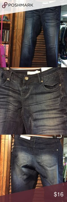 NWT Cato Modern denim jeans Size 4P Dark wash skinny jeans with lighter washed out look on thighs, knees and backside. Waist is 13 inches across and the inseam is 28 inches long. Cato Jeans Skinny