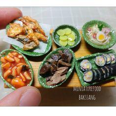 이전 작품. 분식모음  #미니어쳐음식 #미니어쳐#점토#분식#miniature #miniaturefood#koreanfood #streetfood #clay#ミニチュア #粘土#黏土#韩国菜