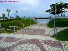 Nova Praia da Ponta Negra (Manaus/Amazonas). Vale a pena visitar, mas evite os domingos (o povo todo estará lá... e aí, o caos reina).