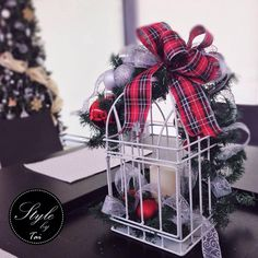 Hacemos arreglos navideños que van acorde con el estilo y colores de la decoración de tu Pino