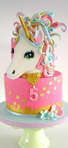 schöne kindertorte mit einem einhorn (Unicorn Cake)