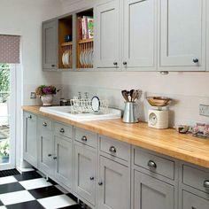Dark grey shaker cabinets shaker style kitchen cabinets grey shaker style kitchen with wooden worktop kitchen Wooden Worktop Kitchen, Kitchen Units, New Kitchen, Kitchen Decor, Kitchen Grey, Kitchen Country, Kitchen Ideas, Painted Kitchen Cupboards, Kitchen Yellow