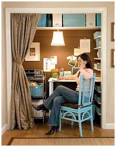 A whole office in a closet... brilliant.