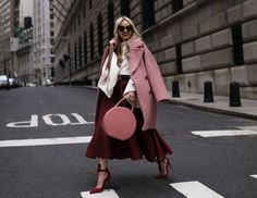 Blair Eadie wearing blush shades for fall // Click through to see more fall layering tips on Atlantic-Pacific Fall Winter Outfits, Autumn Winter Fashion, Fashion Sites, Fashion Trends, Milan Fashion, Fashion Inspiration, Maroon Outfit, Maroon Skirt, Estilo Blogger