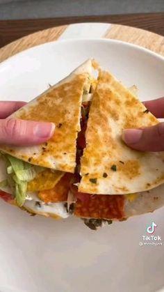 Fun Baking Recipes, Lunch Recipes, Mexican Food Recipes, Cooking Recipes, Comida Diy, Crunch Wrap, Tortilla Wraps, Tasty, Yummy Food